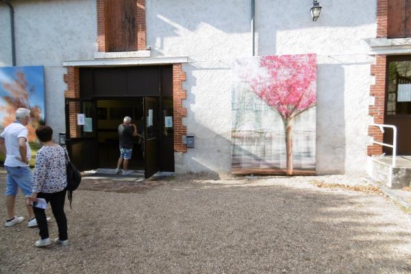 œuvre d'Olivier Mühlhoff exposée sur la façade de la salle des fêtes